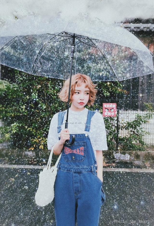 ☂️ Glittery rain serie: pt3☂️  Inspiration from pinterest e instagram #pretty #asian #korean #japanese #sparkle #glitter #background #backgroundedit #effects #zoom #focalzoom #blur #snow #rain #aesthetic #picsart #papicks  #aestheticphotos #cute #style #umbrella #sky#createfromhome #picoftheday #myedit