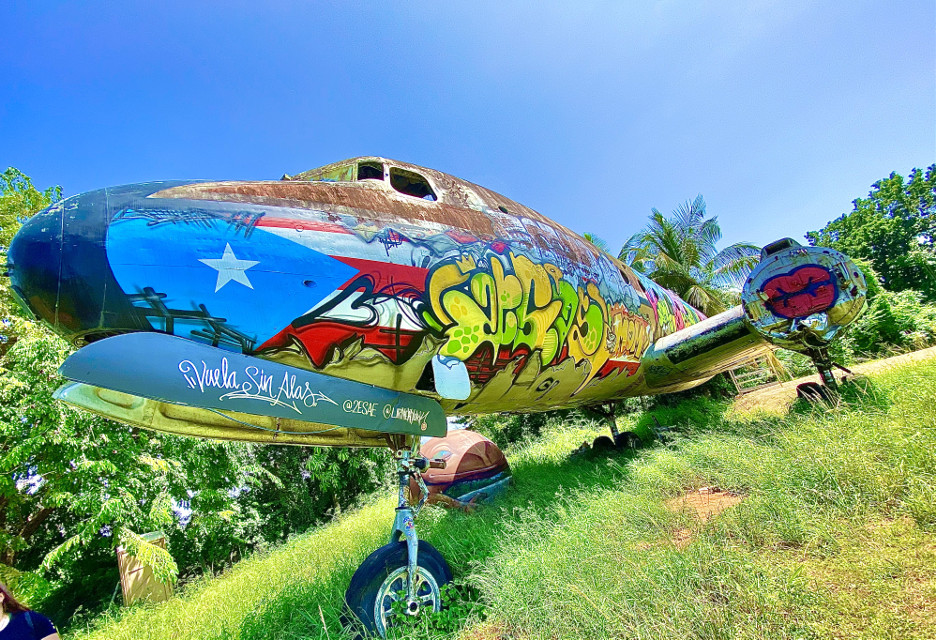 @heidyqueen7 #myphoto #airplane #art #graffiti #puertorico #interesting #nature #sky #photography #photographer #photographylovers #beautiful #lovepics #picsartshoutout