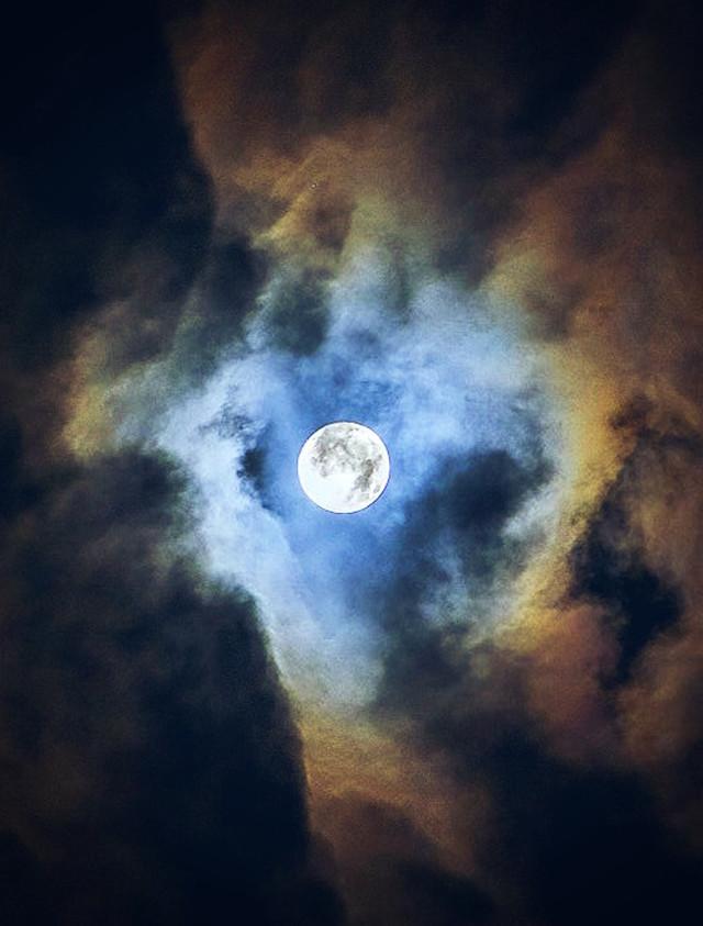 #nature #themoon #fullmoon #skywithclouds #magicmoon #moonlight #fascinatingnature #nightphotoshoot #naturephotography                                                        #freetoedit