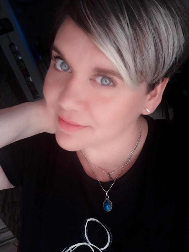 #freetoedit #myphoto #people #hello #face#today#eyesblue #picsartedit #schort #haircut