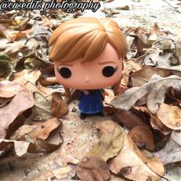 toyphotography photography funkophotography funko funkopop frozen disneyfrozen frozenanna leaf leaves fall autumn