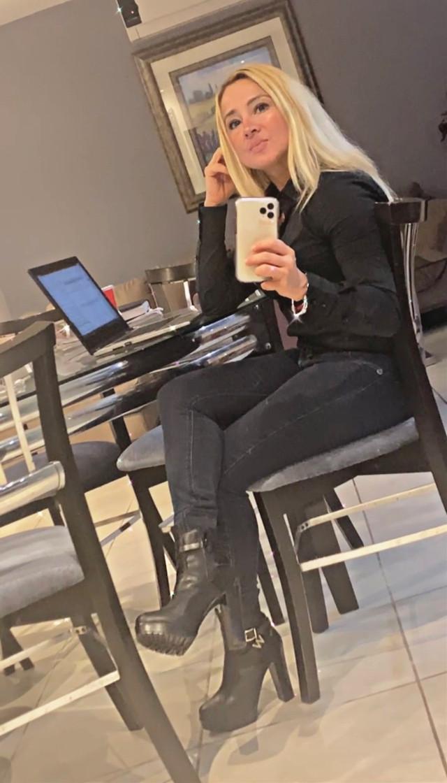 #business #businesswoman @blancacuellarbcfitness 💪🏻💯