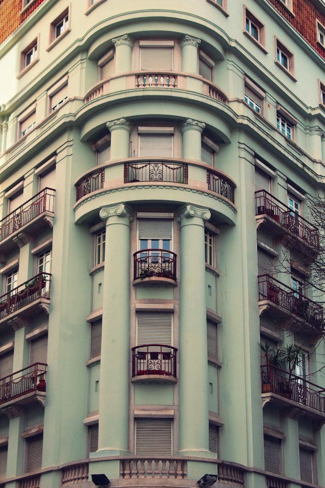 #pcbuildingsisee #urbanexploration #building #urbex #urbanandstreet #oldarchitecture #oldbuilding #urbexworld #classicallines #timeless                                               #windows #balconies #ironartworkprotections  #urbanexploringphotography