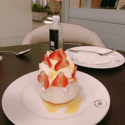 dessert desserttime pavlova strawberry