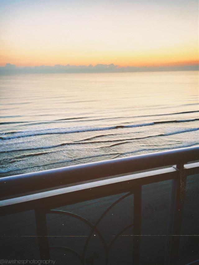 """тнє σ¢єαи ιѕ єνєяутнιиg ι ωαит тσ вє. вєαυтfυℓ, муѕтєяισυѕ, ωιℓ∂, αи∂ fяєє."" -υикиσωи  ••••••••••••••••••••••  Here is a photo of the Atlantic Ocean, taken while I was on vacation in October. May you be as calm and free as the open ocean 💕  🌕🌖🌗🌘🌑  @nastiya- @ruya-  @artist_noor @rachelvbsb88 @jennaulin @hcney_dixr @sunflowerxvxbes @lilialh_ @swct-drqms ;)   Have a great day or night! Ciao!  -Sienna    #interesting #heypicsart #ocean #atlanticocean #vacation #beach #florida #northamerica #europe #photography #lilwishesphotography #siennagrace- #myphoto #photography #scenery #pretty #freetoedit"