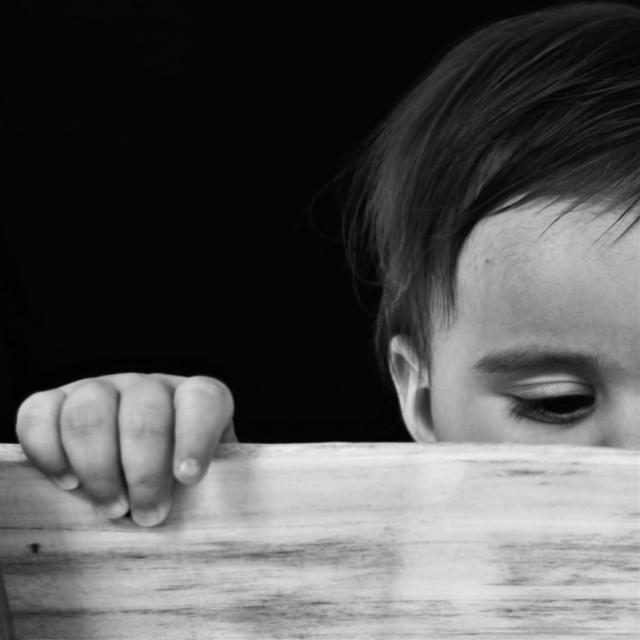 #bw #bnw #blackandwhite #bbqy #wood #bwphotography #bnwphotography #photography #photographer #photooftheday #babymodel #portrait #portraitphotography #turkey #hand #littlehand #littlefingers