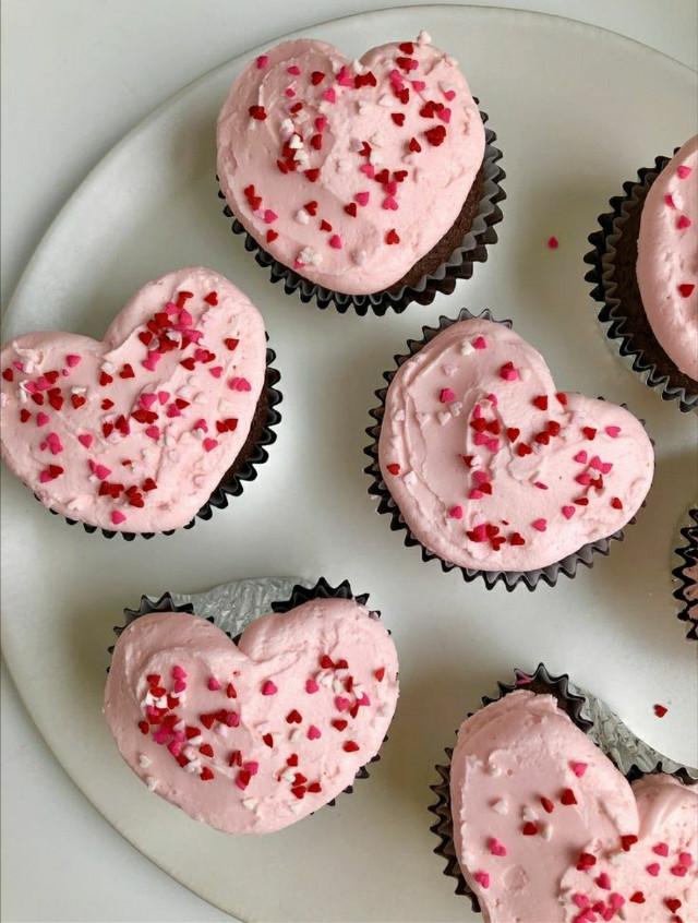#pink #background #pinkbackground #pinkaesthetic #y2k #y2kaesthetic #aesthetic #freetoedit #leahashe #share #tiktok #cupcake #red #valentines #valentinesday #recipe #heart #shape #cupcakes #cake #popsicle #chocolate #strawberry