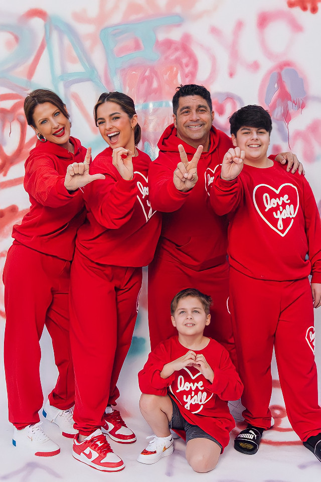 ♥️ #freetoedit #addisonrae #valentines #valentinesday #love #red #redaesthetic #graffiti #happy #tiktok #remixit #makeawesome #familia #picsart #Photography #family
