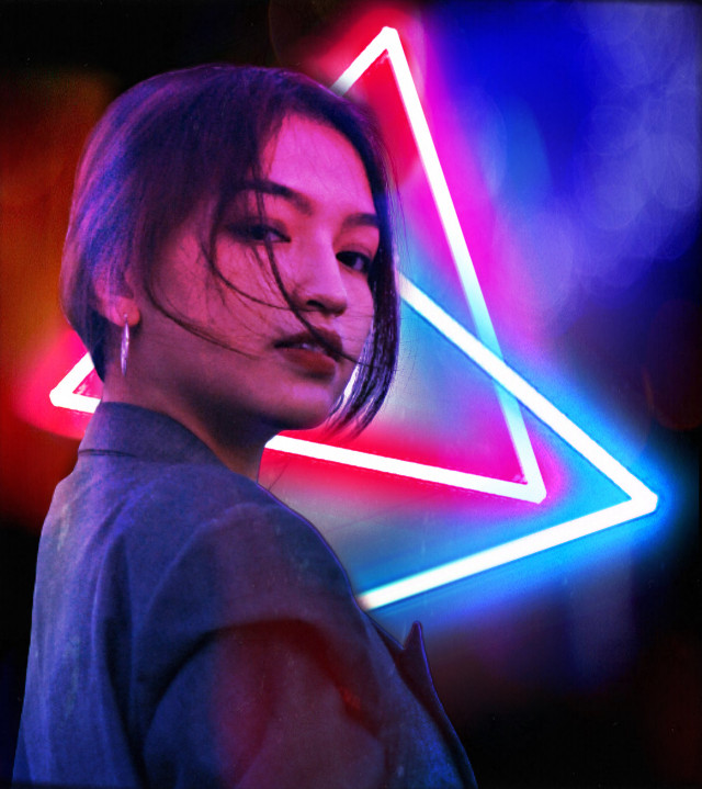 Thank you for 60 followers!! 💙 #60followers #thankyou #neon #neonlights #triangles #triangle #red #blue #lights #shapes #bright #girl #woman #lighting #dark #night #brightcolors #colors #redandblue #blueandred #freetoedit