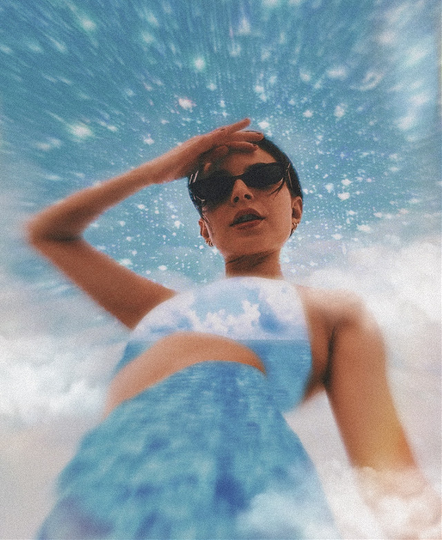 #ocean #sky #clouds #outside #outdoors #sparkle #sparkles #cloudysky #cloudy #sunglasses #glasses #summer #blue #white #bluesky #pose #posing #girl #woman #water #blueandwhite #bluewater #focalzoom #freetoedit