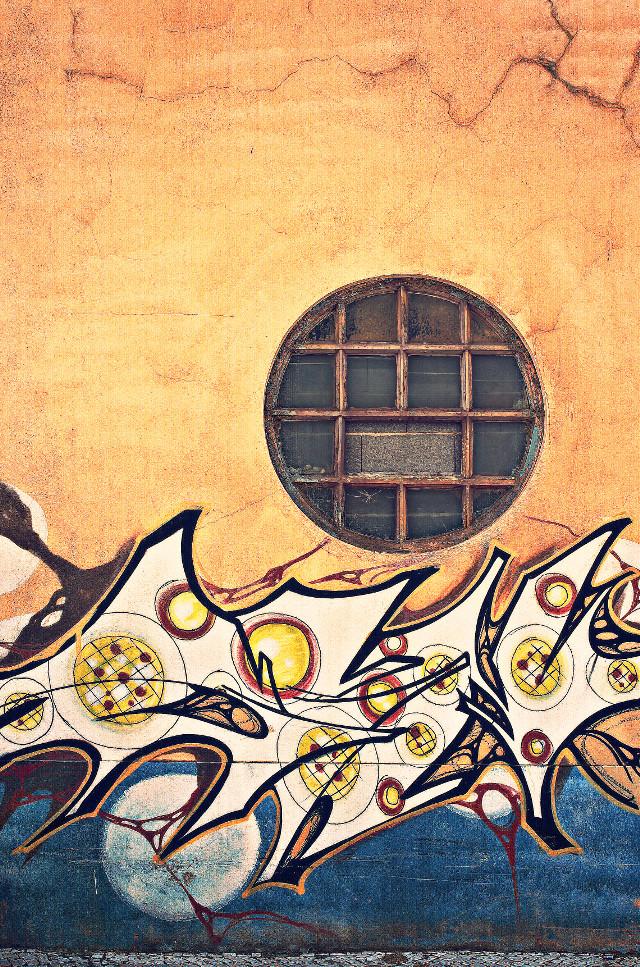 #urbanexploration #wharehousewall #rearwall #grungetexturedwall #abandonedplace #pcwindow #window witth a #round #woodenframe #urbexworld #abandonedplace #streetart #urbanart #sprayart #abdstrsctart #urbanexploringphotography
