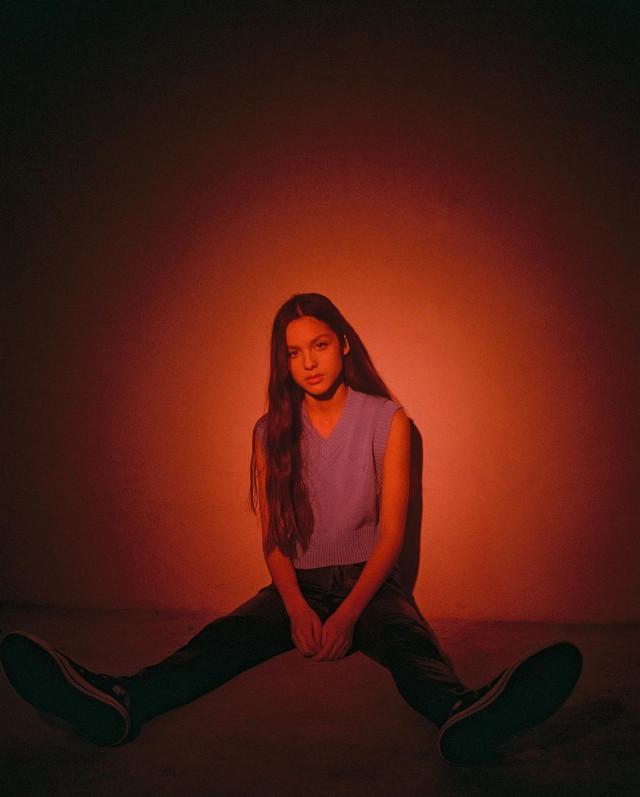#redlights #redlights #redlightsstopsigns #oliviarodrigo #beautifulgirl #gorgeousgirl 🚗 #freetoedit