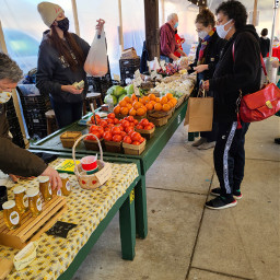 freshfruit candidmoments farmersmarket photography egphotography2021