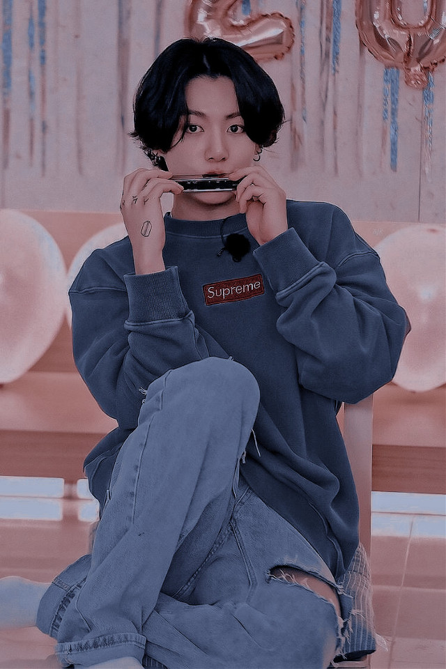 """꒰꒰ Casey is in ꒱꒱ ✈️ 서울 SE♡︎UL •: ʚ ── 𖤐 ── ɞ :• ᝰ ☁️ Text : none 🏔 ᝰ Credits : Pinterest, @/plutoremis  @/swct-drqms, Polarr ᝰ 🏙 Person : Unknown 🚎 ᝰ Type of edit : ♡ Polarr ♡ ᝰ 🐻❄️ Hashtags : #kooky #pinterest #jungkook #ilyasm •: ʚ ── 𖤐 ── ɞ :• ᝰ 🪐 Note : Possibly posting on my other account @pastel-kooky so please watch out for that!! Ilyasm 💗👐🏼 •: ʚ ── 𖤐 ── ɞ :• 🥣 ᝰ Inspo : none ᝰ 🍼  Shoutout(s) : @glowing__army  🦢 ᝰ Apps used : Pinterest, Polarr ᝰ 🛁 Mood : 💗 🥡 ᝰ Time taken : 12 minutes  •: ʚ ── 𖤐 ── ɞ :•           » [Euphoria] «           By : Jungkook 0:00 ─〇───── 0:25  ⠀ ⠀ ⇄  ◃◃  ⅠⅠ  ▹▹  ↻  """"Take my hands now You are the cause of my euphoria""""   •: ʚ ── 𖤐 ── ɞ :•   - 💍 besties  @xanfairy 