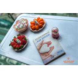 strawberry fruits haribo book reading table fresh happy enjoy outdoor home balkon holiday stayathome