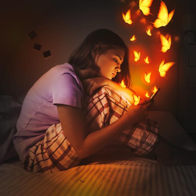 #freetoedit #glow #glowinthedark #gloweffect #glowart #light #butterfly