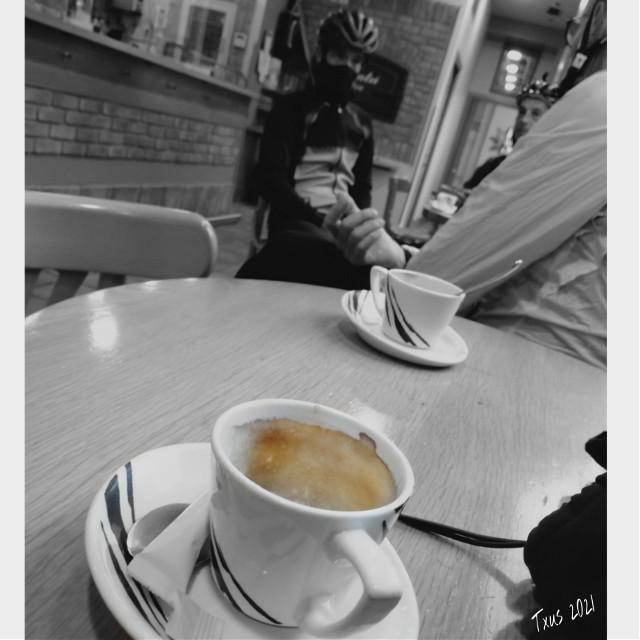 #historiasdes_veladas_de_mi_dia_a_dia #coffee #coffeecupdecoration #coffe #cafe #grupete