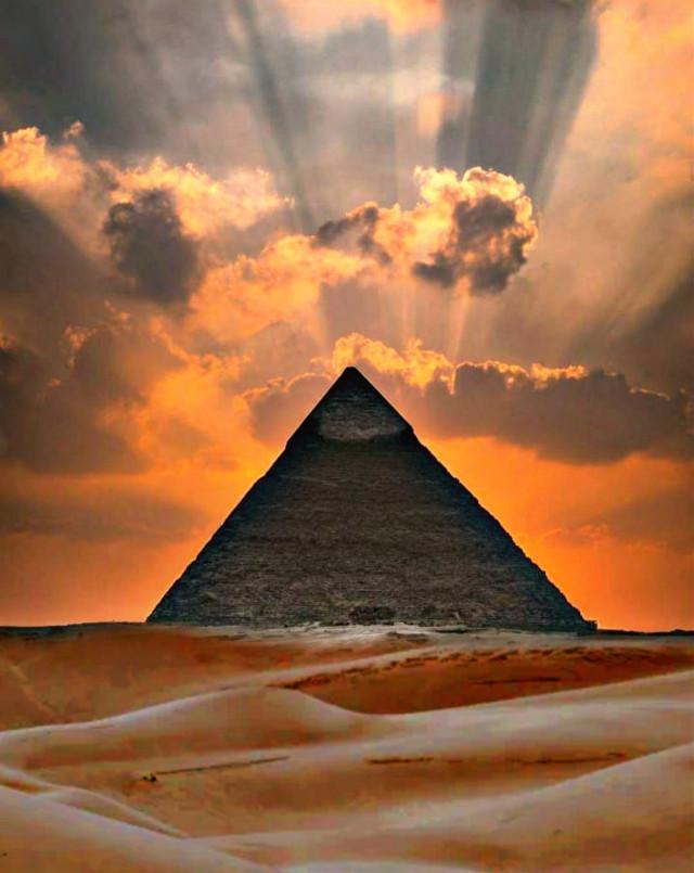 #cielo #piramide #desert #desierto #arena#desiertos #arabe  #desiertoarabe #desiertodelsahara #piramidesegipto