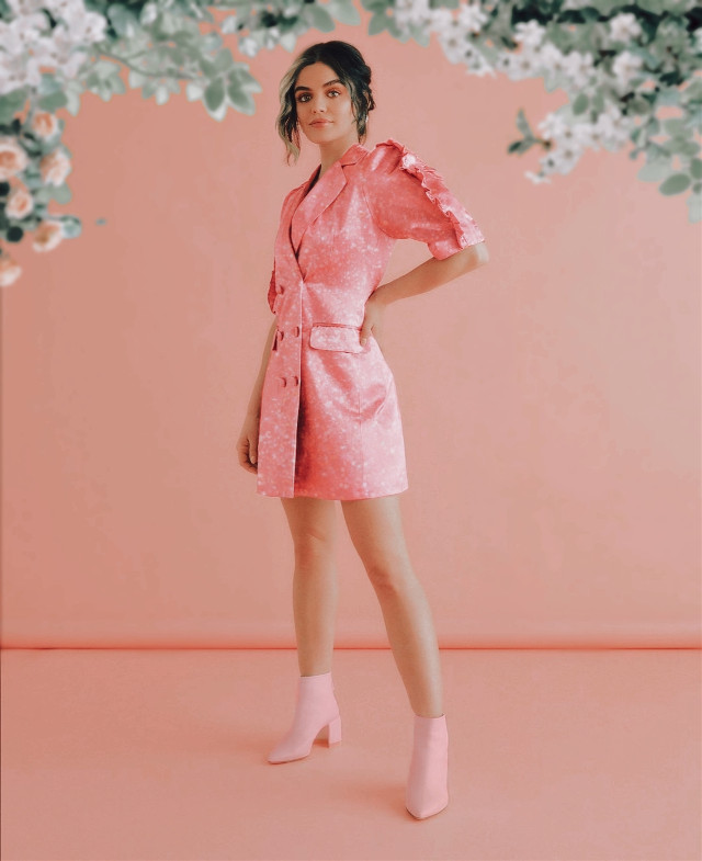 INSTAGRAM: @margo34277 YOUTUBE CHANNEL: MARGO P #girl #aesthetic #aestheticgirl #pink #glitter #glow #outfit #lucyhale #pll #prettylittleliars #flora #winx #winxclub #fate #fatethewinxsaga #fatewinx #netflix