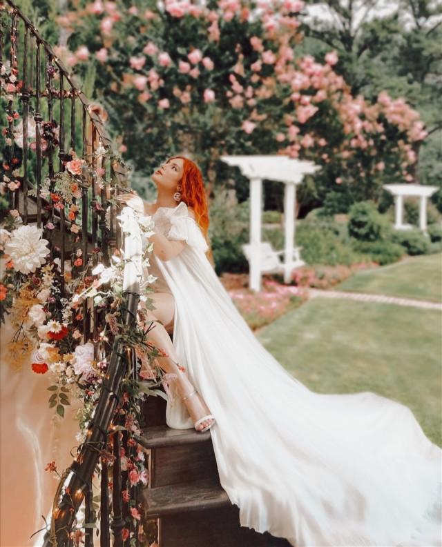 INSTAGRAM: @margo34277 YOUTUBE CHANNEL: MARGO P #girl #aesthetic #aestheticgirl #pink #jardin #patio #flores #plantas #flower #bellathorne #dress #vestido #outfit #tela #escalera #hair #peinado #makeup #bella #day #light #dia
